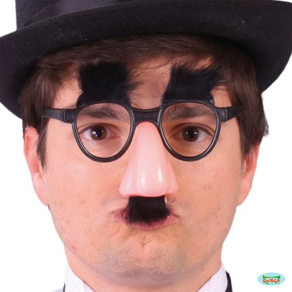 Brille mit falscher Nase und Schnurrbart